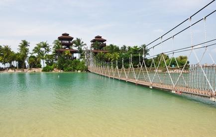 Hängebrücke nach Sentosa Island von der Hauptinsel Singapur