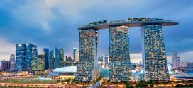 Der Komplex des Marina Bay Sands erweitert beeindruckend die Skyline von Singapur