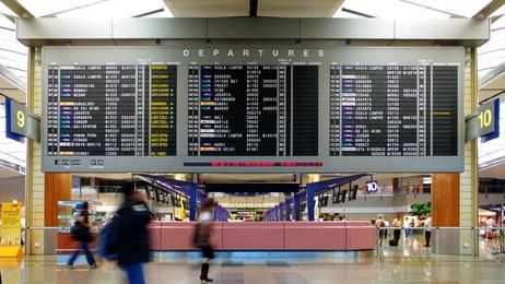 Ankunftsboard im Changi Airport in Singapur