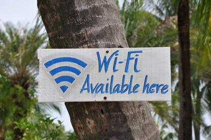 Internet gibt es in Singapur fast überall, nicht nur wie hier an Sentosa Beach