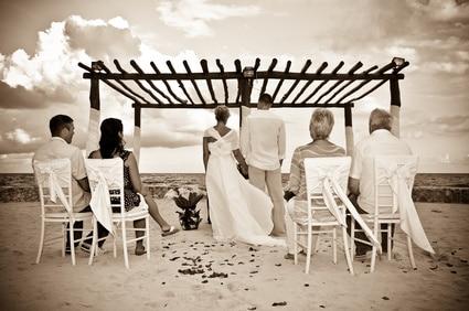 Hochzeit an einem Strand in Indonesien