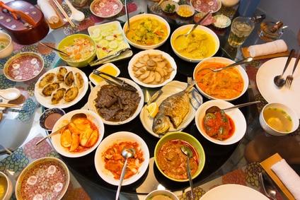 Die Küche von Singapur bietet eine unglaubliche Vielfalt und Auswahl