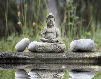 Die Gärten für Yoga sind im typisch asiatischen Stil errichtet....