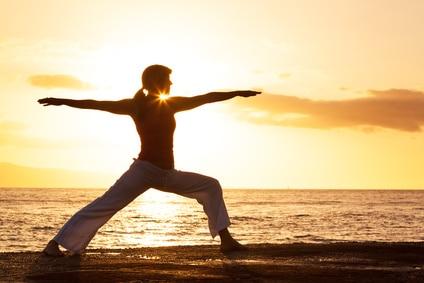 Am Strand von Singapur kann man auch den Morgen mit Yoga beginnen